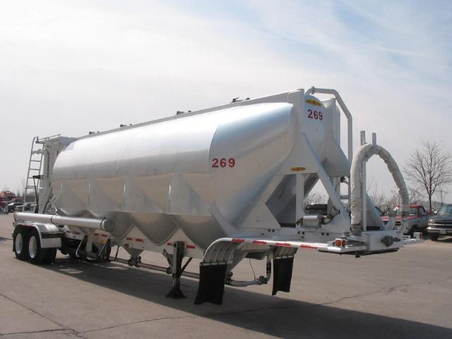 pneumatic dry bulk trailer